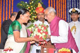 Governor Om Prakash Kohli tied Rakhi by Anandibenr
