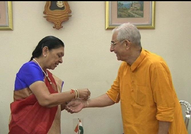 Rakhi to Governor Om Prakash Kohli by Anandiben
