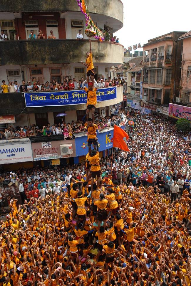 dahi handi celebrated in Mumbai
