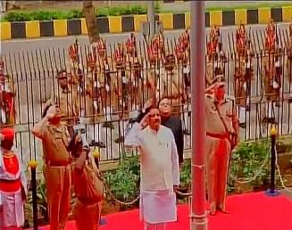 flag hoisting by Maharashtra CM
