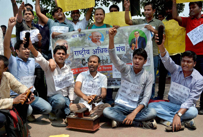 NSUI activists protest outside Rajnath's residence