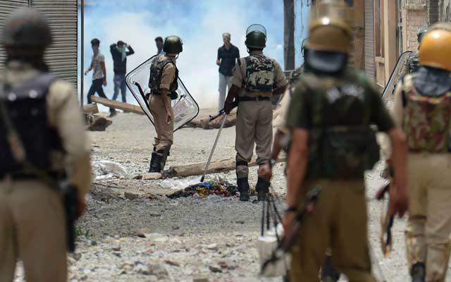 Curfew in Kashmir 1