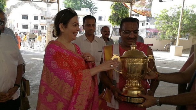 Nita Ambani visited Dwarka Temple with IPL trophy