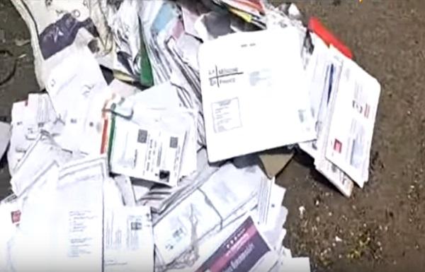 Aadhaar cards found on road in Suart