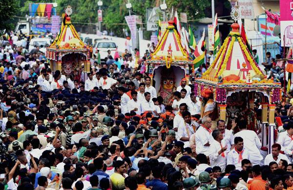 Ahmedabad: Devotees in Rath Yatra of Lord Jagannath