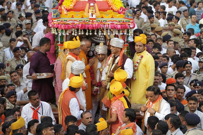 Gujarat CM,Dy CM at Pahind ceremony of lord Jagannath