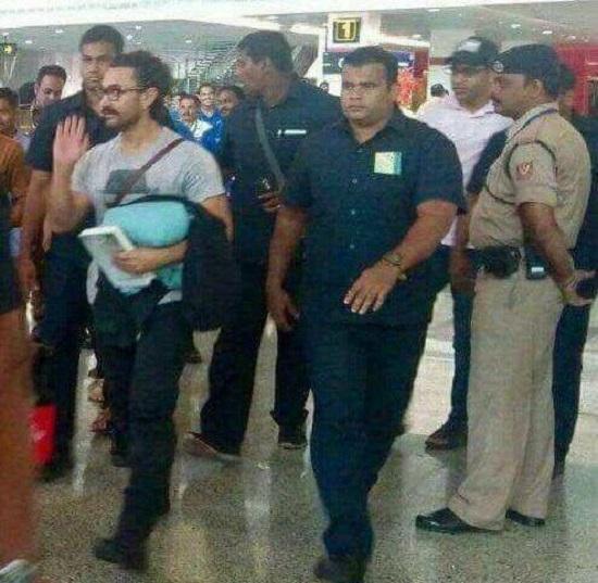 aamir khan at vadodara airport