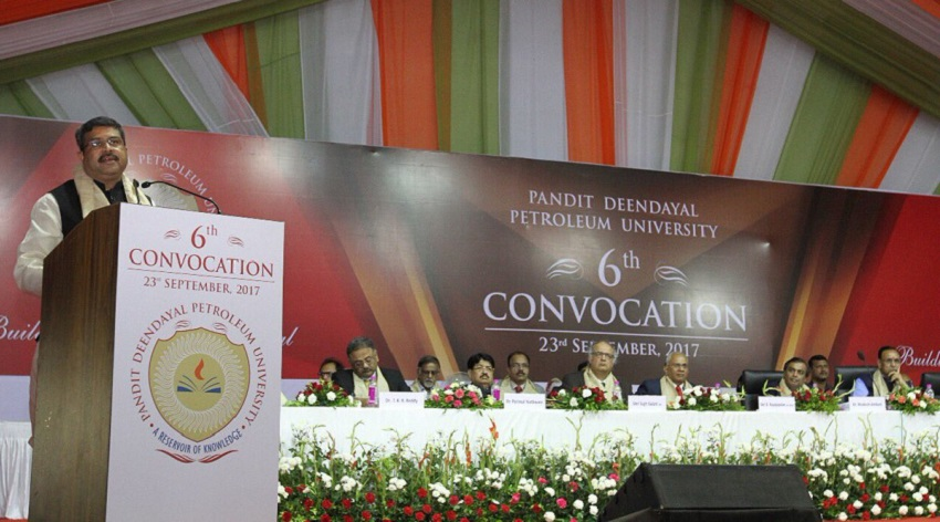 dharmendra pradhan at pdpu convocation