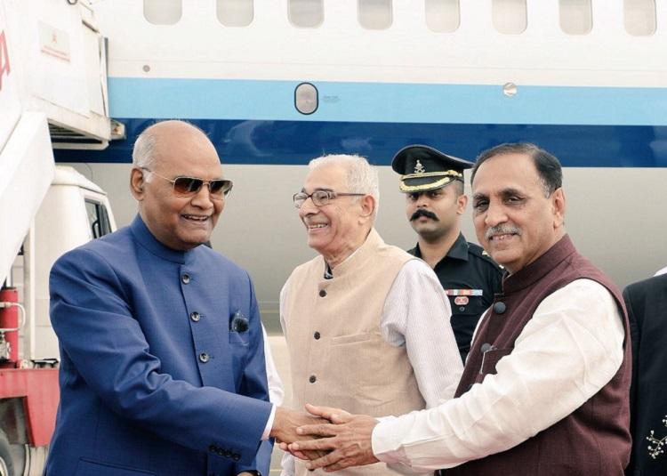 kovind welcomed by gujarat cm