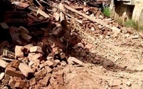 vadodara wall fell down 3 died