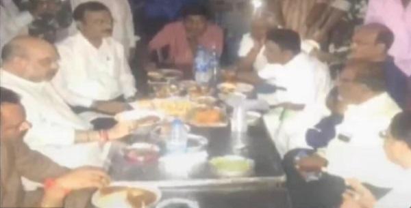 Amit Shah eating Bhajia at Raipur Bhajia House in Ahmedabad