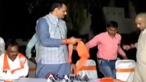 Narendra Patel offered money by BJP in presence of Jitu Vaghani