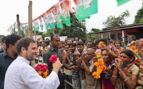 Rahul Gandhi welcomed in Gujarat by people