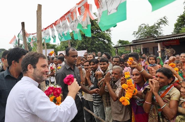 Rahul Gandhi welcomed in Gujarat by people