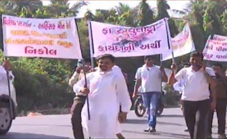 school fee hike protest in Ahmedabad