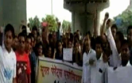 Surat parents association protest against fees hike