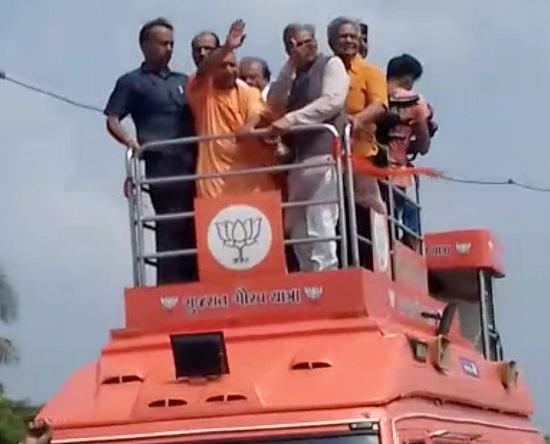 Yogi Adityanath joins Gujarat Gaurav Yatra