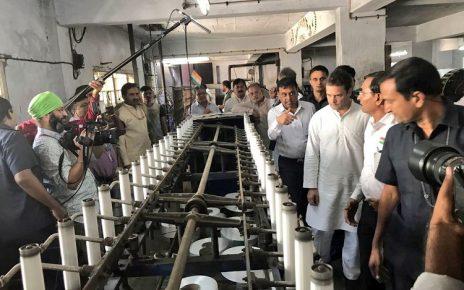 Rahul Gandhi talks to textile traders in Surat