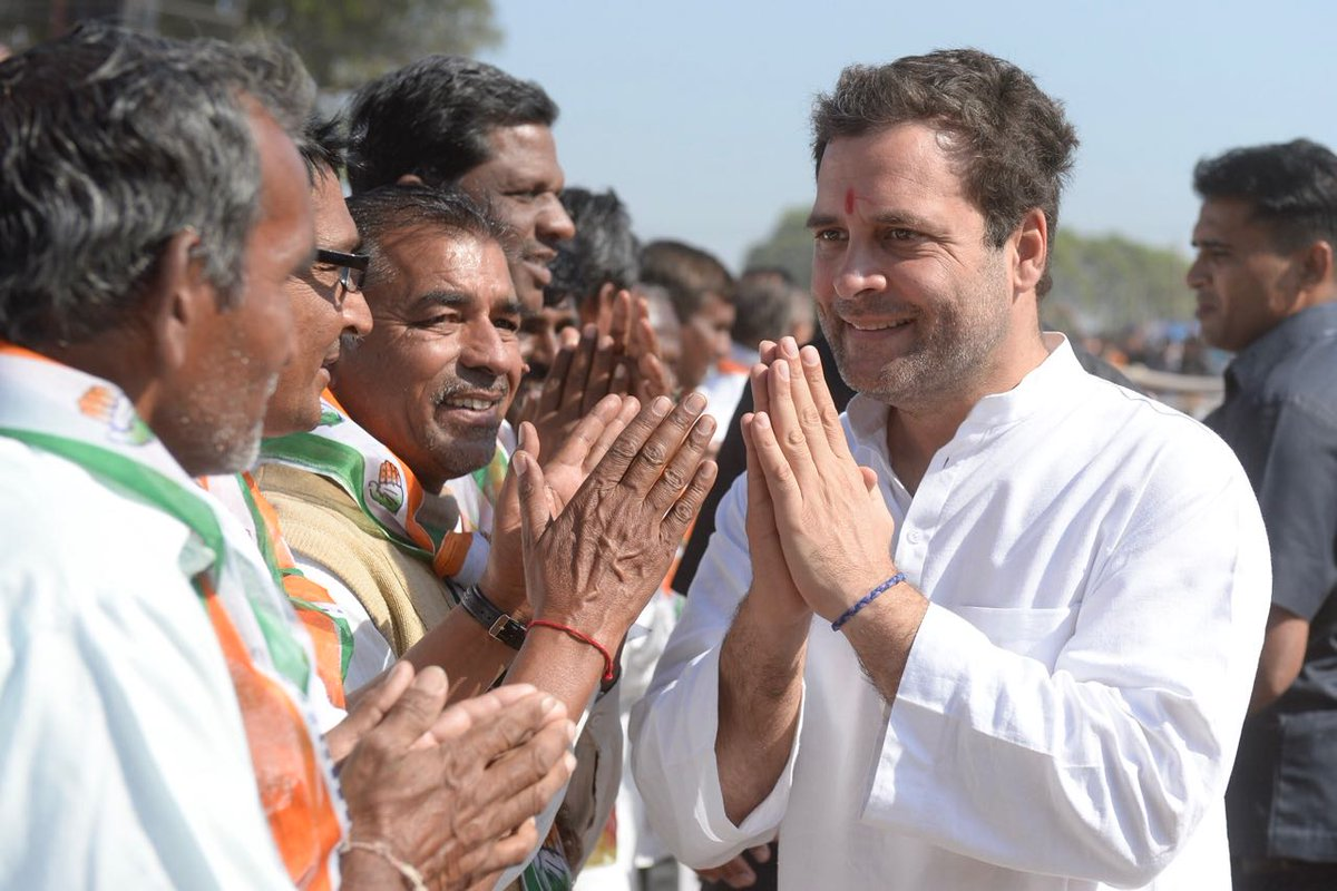 rahul gandhi with farmers in bayad