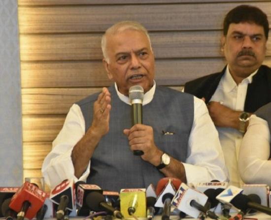 yashwant sinha says finance minister a burden on gujarat