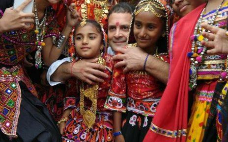 rahul gandhi with kutchi girls