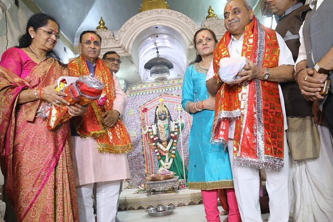 vijay rupani nitin patel at jagannath temple