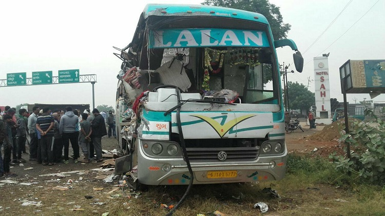 surat dwarka road accident on NH 8