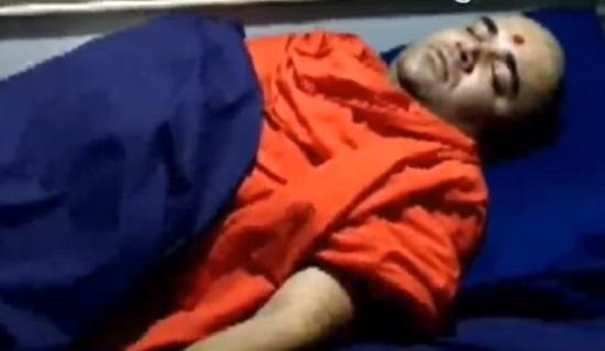 swaminarayan swami attacked in junagadh
