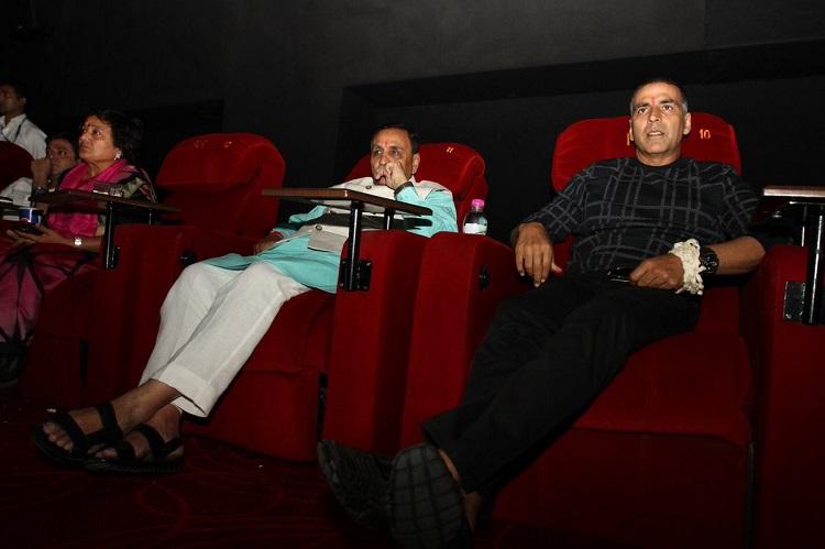 akshay and rupani watch padman together