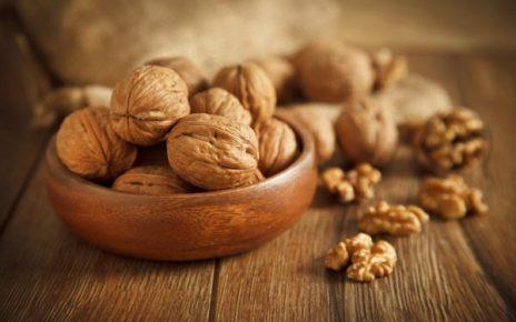 eating walnuts