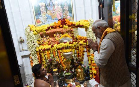 pm modi prays at shiva temple in dubai