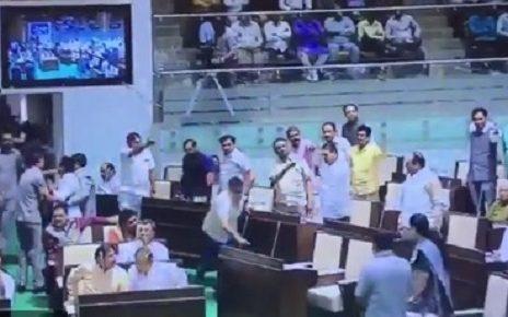 internal fight in gujarat assembly between mlas