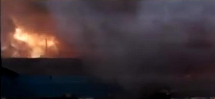 massive fire in minesh cloth market in narol
