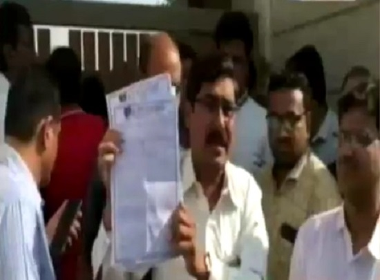 parents protest at rp vasani school management over fee hike