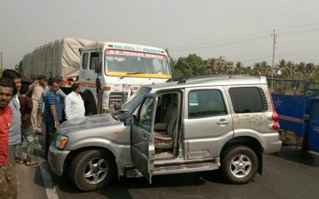 pravin togadia unhurt in surat truck accident