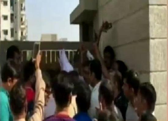 rp vasani school parents protest over school fee hike