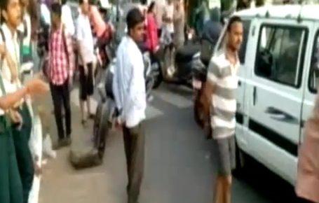 vadodara school van and car accident injured 5 students