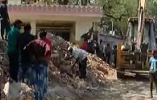 vastrapur 125 illegal shops demolished by amc