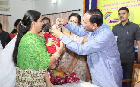 vijay rupani at polio vaccination campaign in gandhinagar