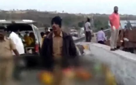 17 killed in truck tempo accident