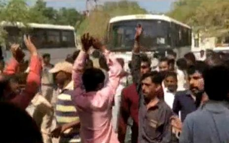 farmers protesting against gpcl lease detained in bhavnagar by police