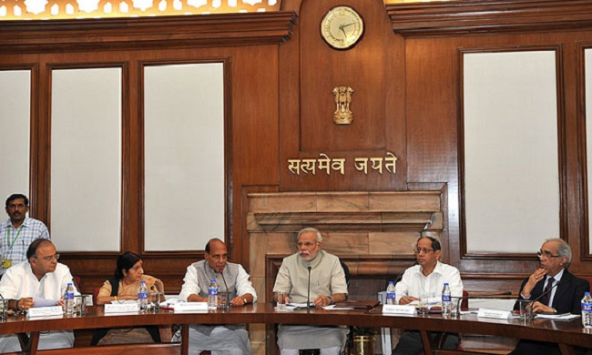 narendra-modi-with-bjp-mps-on-fast