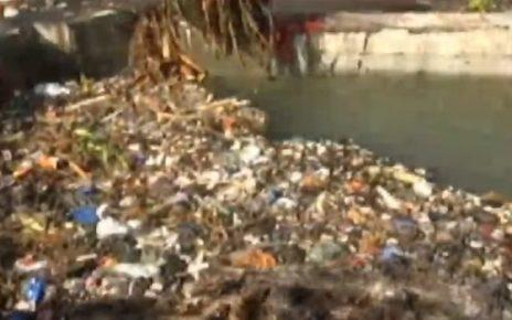 surat canal blocked due to garbage