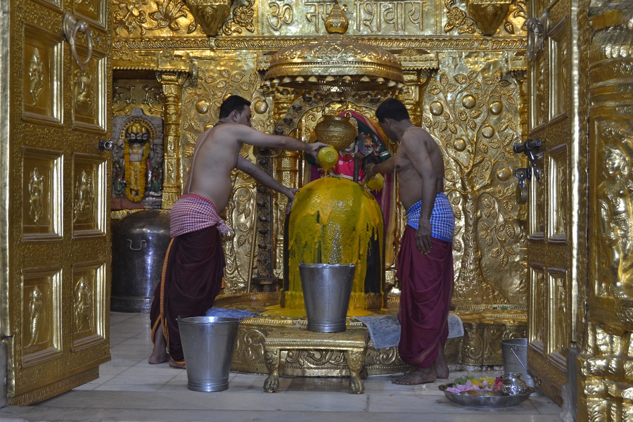 mango juice offered to somnath mahadev