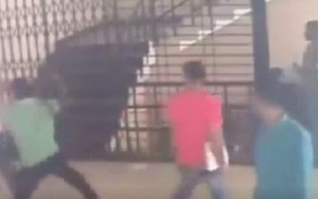 surat rto agents fight with each other over data entry work