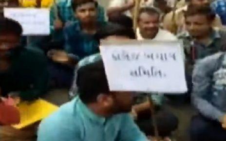 amreli students protest against closure of arts college