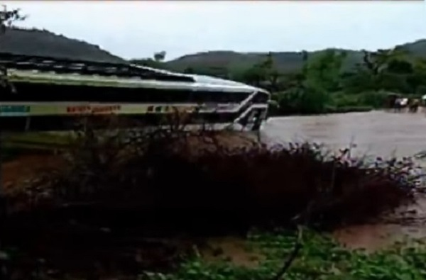 amreli bus carying 35 passengers stuck up