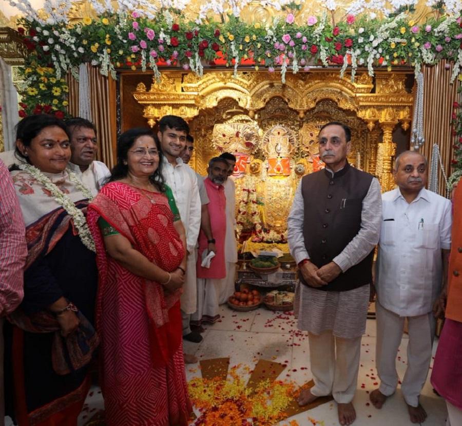 gujarat cm dy cm at jagannath temple