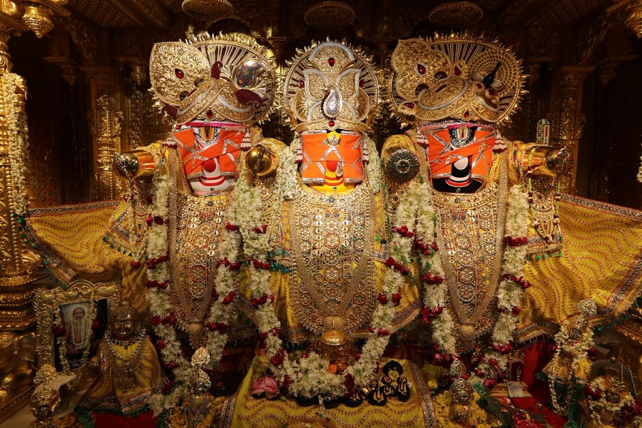 lord jagannath with blindfold