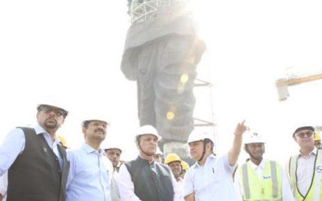 rupani inspect progess of statue of unity